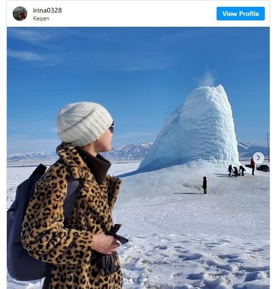 Núi lửa băng độc đáo ở Kazakhstan thu hút khách du lịch
