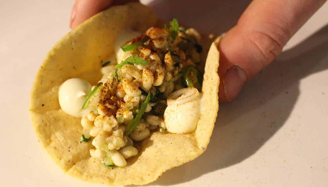 Món ăn kinh dị từ trứng sâu bọ nhiều người săn lùng ở Mexico