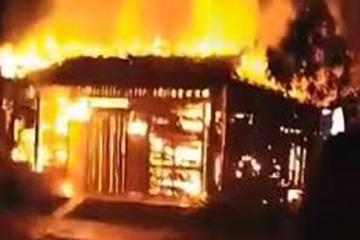 Quảng Nam: Đổ xăng đốt nhà tối 28 Tết, 4 người bỏng nặng
