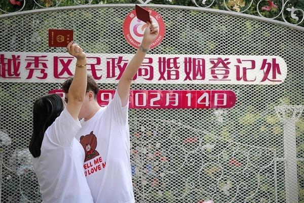 Valentine vào mùng 3 Tết, Trung Quốc vẫn chiều lòng các cặp đôi muốn đăng ký kết hôn