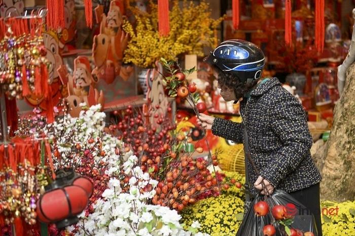 Phố Hàng Mã rực rỡ sắc màu đón chào năm mới Tân Sửu 2021