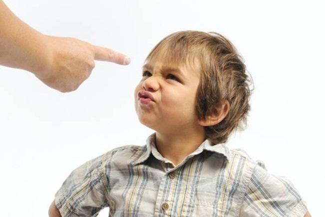 con chảnh,trẻ khinh khỉnh,con khinh người,dạy con,cha mẹ- con cái,làm cha mẹ
