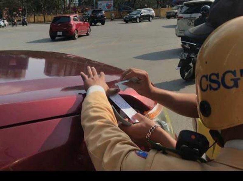 """Hà Nội: """"Dính"""" nồng độ cồn chiều 30 Tết, tài xế bị giữ xe 7 ngày"""