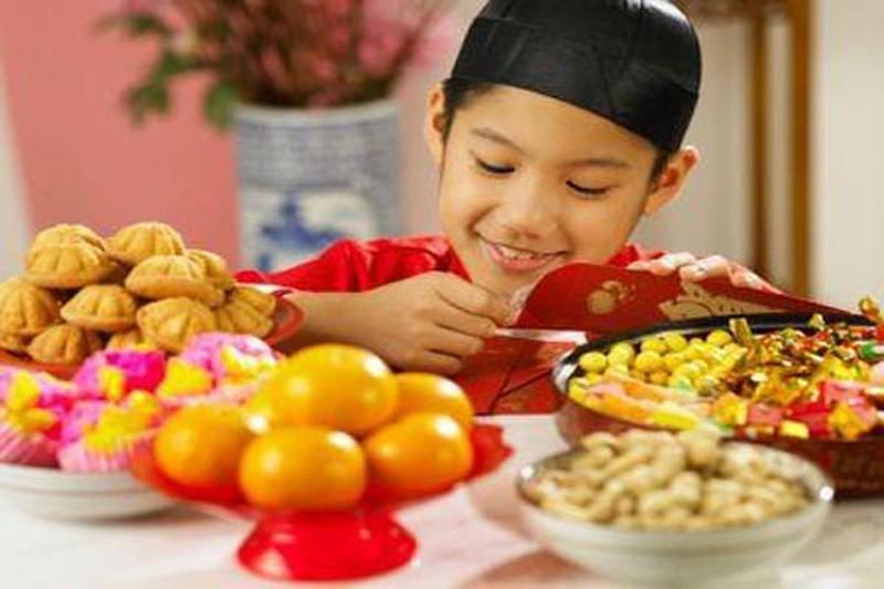 Tuyệt chiêu khiến trẻ dửng dưng khi nhìn thấy kẹo bánh dịp Tết