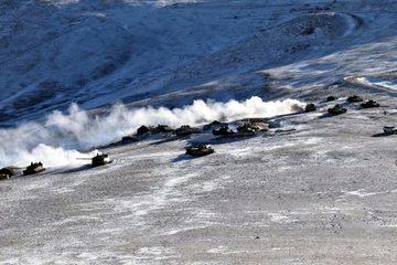 Hình ảnh đầu tiên quân đội Trung - Ấn rút vũ khí khỏi biên giới tranh chấp