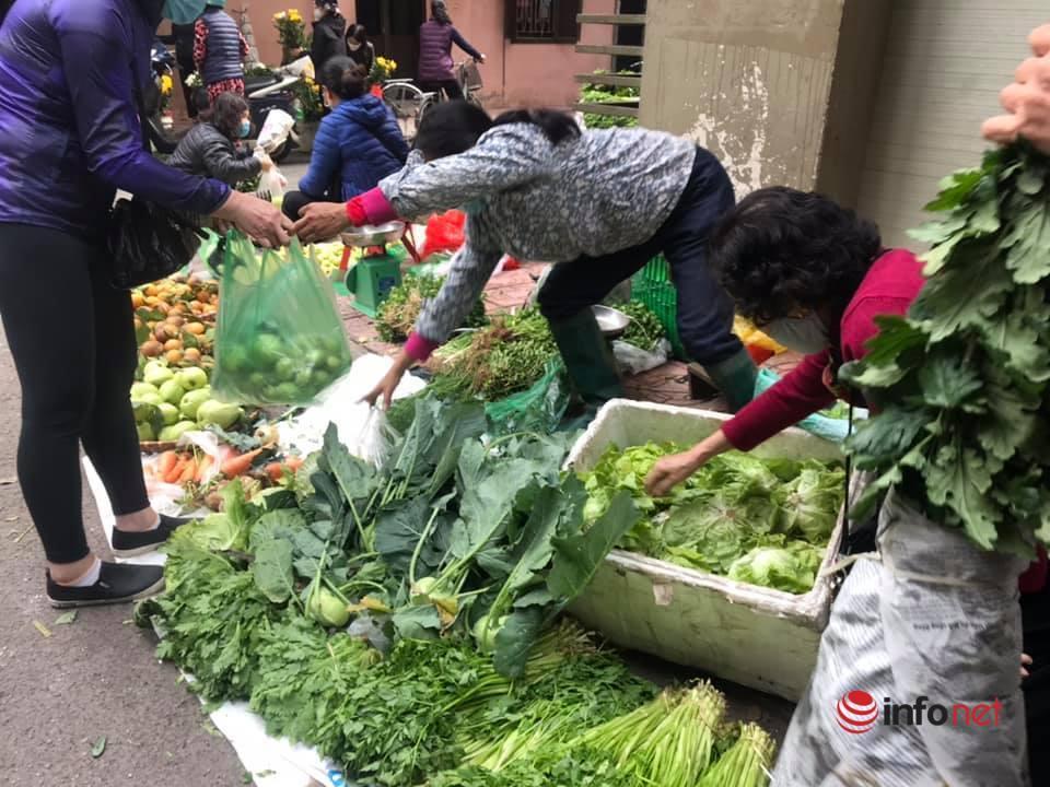 Chợ Hà Nội ngày Mùng 3 Tết, rau xanh tăng nhẹ, thịt bò tăng 'phi mã'