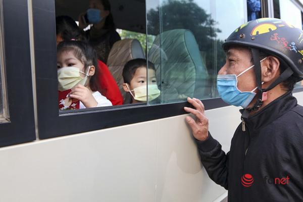 109 học sinh và giáo viên Trường Tiểu học Xuân Phương vui mừng trở về nhà