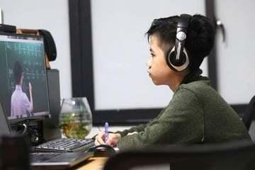 Nhiều phụ huynh đồng tình đề xuất cho học sinh Hà Nội tiếp tục tạm dừng đến trường sau Tết