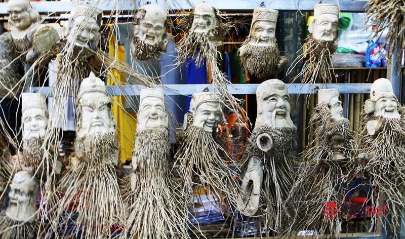 Trải nhiều thăng trầm, nghệ nhân phố Hội mày mò biến hóa gốc tre lởm chởm thành tuyệt tác bạc triệu