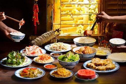 Cỗ bàn ngày Tết và nguy cơ 'dính' ngộ độc thực phẩm