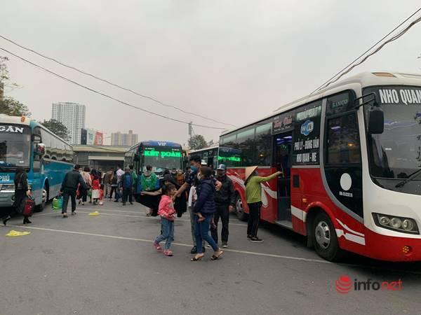 Chiều mùng 4 Tết, người dân 'đổ' về Hà Nội, cửa ngõ phía Nam đông đúc