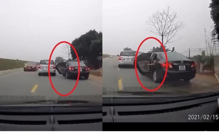 Thất kinh xem clip em bé nghịch ngợm mở cửa ô tô khi xe đang chạy