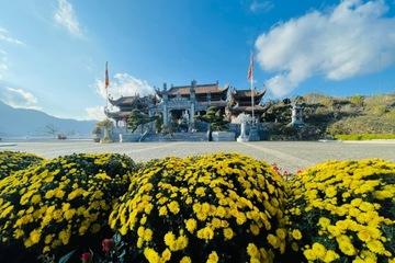 Du khách tìm về đỉnh thiêng Fansipan du xuân cầu an đón lộc