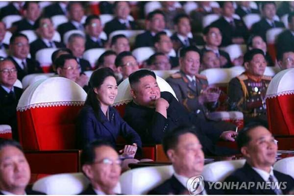 Phu nhân của Chủ tịch Triều Tiên Kim Jong-un bất ngờ tái xuất