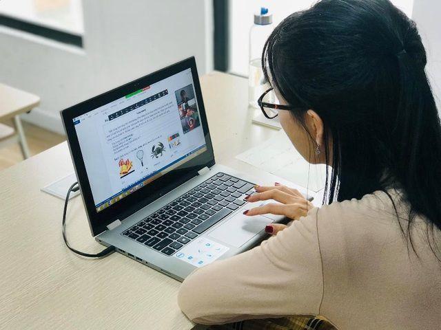 Phụ huynh lại đổ dồn chú ý vào vấn đề có nên thu phí học online