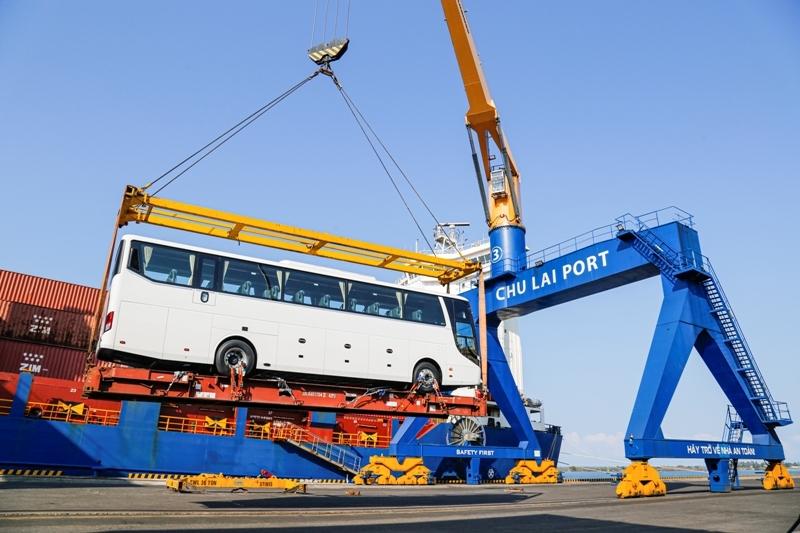 Thaco xuất khẩu hơn 200 ô tô và linh kiện phụ tùng trong ngày ra quân đầu năm Tân Sửu