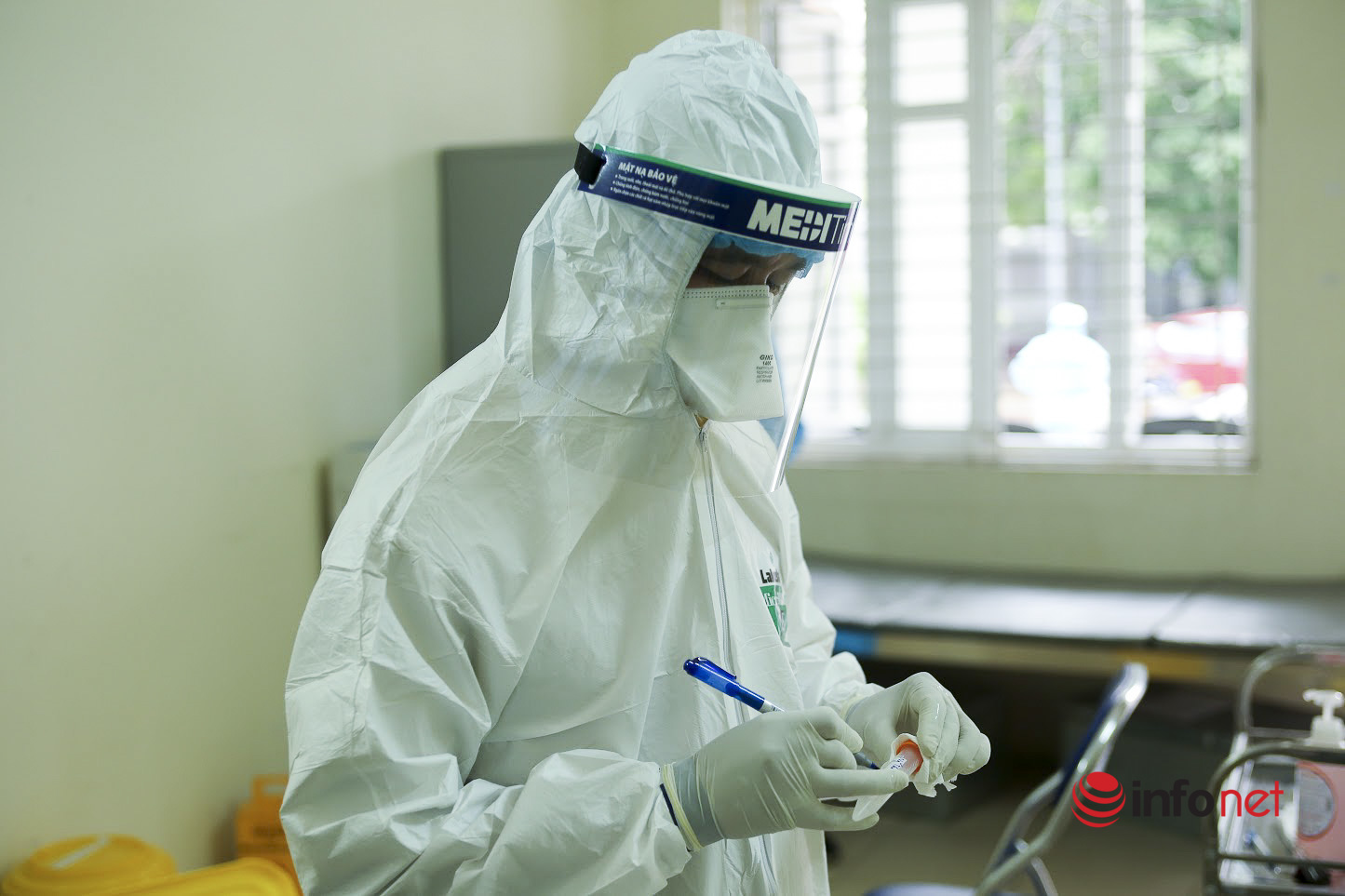 Hà Nội: Lấy mẫu xét nghiệm SARS-CoV-2 cho hơn 500 người từ Hải Dương về