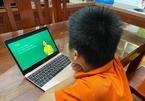 Con lớp 1 học online, bố mẹ thay nhau nghỉ việc làm... trợ giảng