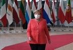 Khoảnh khắc bà Merkel quên khẩu trang thu hút sự chú ý