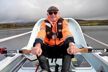 Một mình chèo thuyền vượt Đại Tây Dương, cụ ông 70 tuổi làm được việc lớn