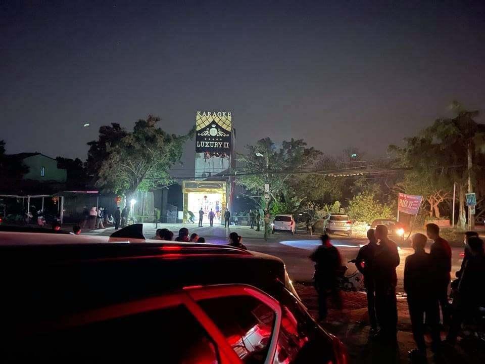 Hòa Bình: Án mạng ở quán karaoke, 3 người tử vong