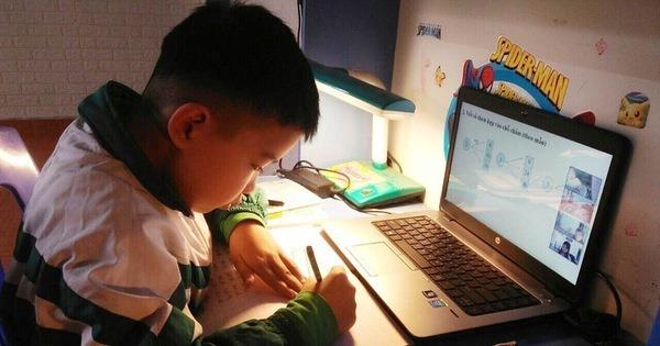 """Nhiều người """"hoan hô"""" khi ngừng dạy trực tuyến với học sinh lớp 1, 2"""