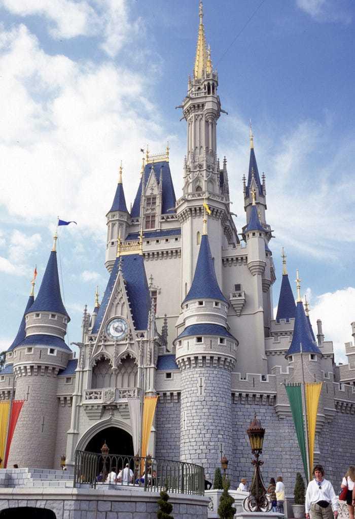 Tòa lâu đài nàng Lọ Lem ngoài đời thực và những lần 'biến hình ngoạn mục'