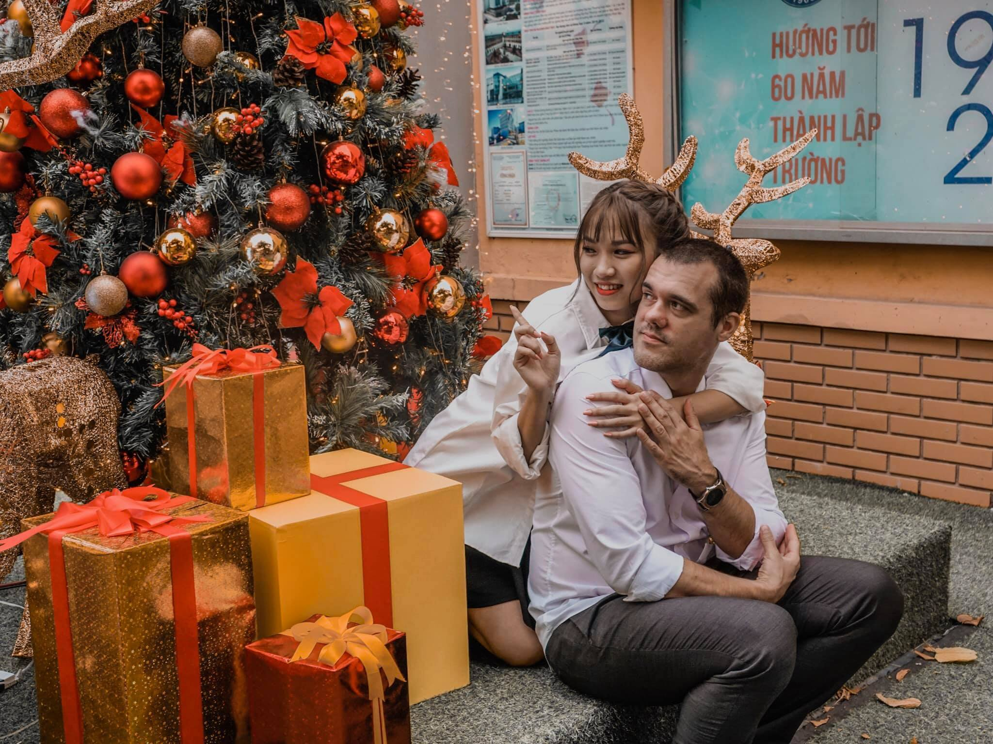 Cô gái Việt vượt 8.000km để gặp bạn trai Hungary hơn 19 tuổi