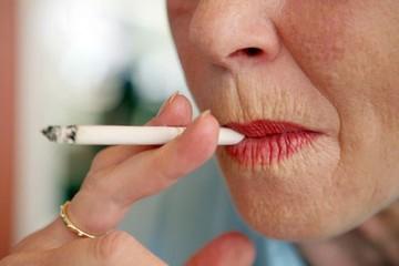 Không chỉ gây ung thư phổi, thuốc lá còn tàn phá làn da khủng khiếp
