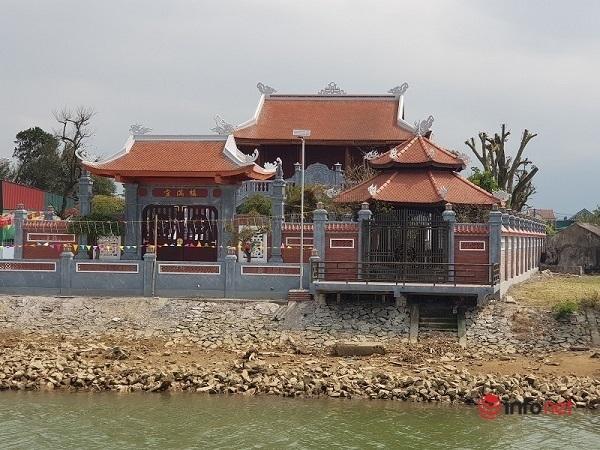 Nhà thờ 'khủng' ở Hà Tĩnh mọc sừng sững lấn chiếm kè sông, Chủ tịch phường báo cáo 'nhiều hạng mục sai phạm'