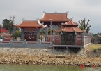 """Nhà thờ """"khủng"""" ở Hà Tĩnh mọc sừng sững lấn chiếm kè sông, Chủ tịch phường báo cáo """"nhiều hạng mục sai phạm"""""""
