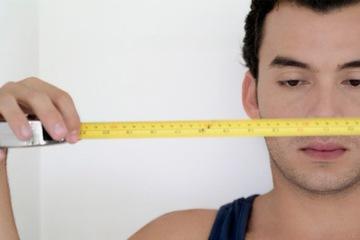 """Tiêm chất tăng kích cỡ, """"cậu nhỏ"""" biến hình như... chùm nho"""