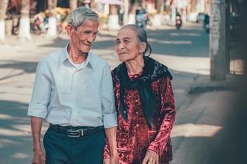 """Chồng ngoài 80 tuổi vẫn ngọt ngào gọi """"Em ơi!"""""""