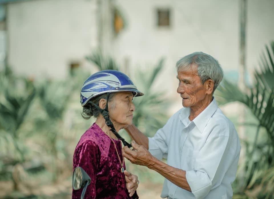 Chồng ngoài 80 tuổi vẫn ngọt ngào gọi 'Em ơi!'