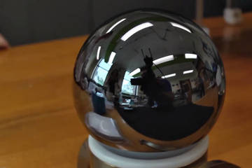 Quả cầu sáng bóng này là vật thể tròn nhất thế giới?
