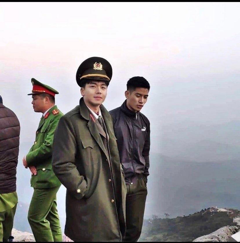 Chàng 'hot boy cảnh sát' điển trai như tài tử phim Hàn
