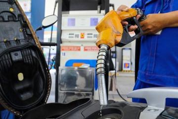Giá xăng hôm nay 25/2 tăng hơn 800 đồng/lít