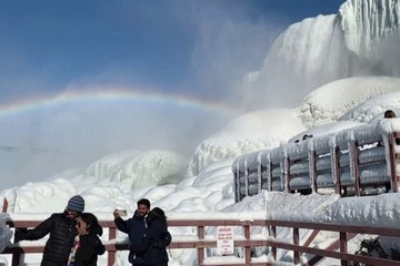 Thác Niagara đóng băng tạo ra khung cảnh ai nhìn cũng sửng sốt