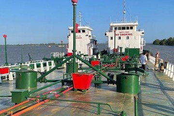 Tiếp tục bắt giữ 2 tàu thủy chở xăng giả trong chuyên án 920G