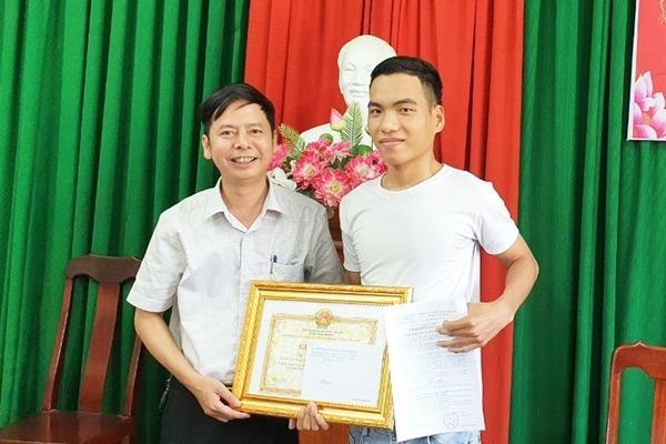 Quảng Nam: Trao giấy khen cho 'người hùng' cứu sống 3 học sinh bị đuối nước
