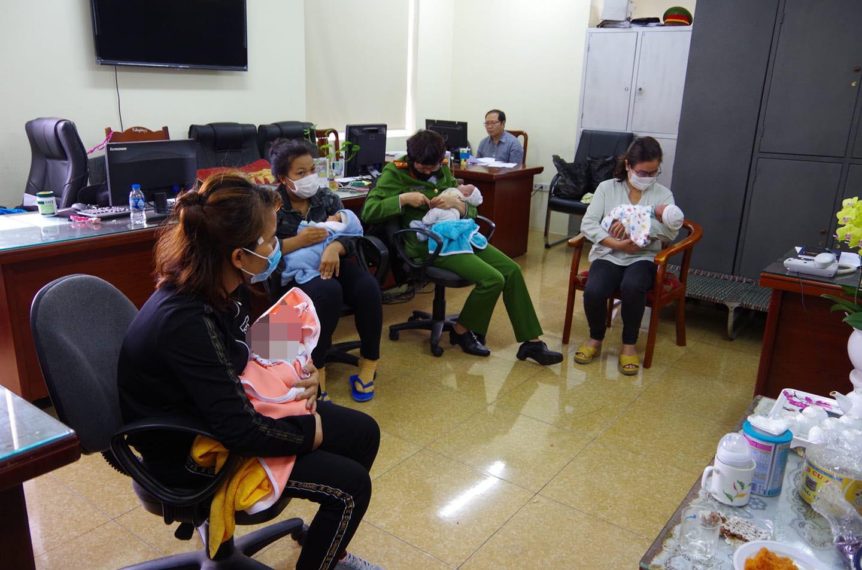 Vụ mua bán trẻ sơ sinh đưa sang Trung Quốc: Các mẹ cho con, đối tượng buôn bán nhận án gì?