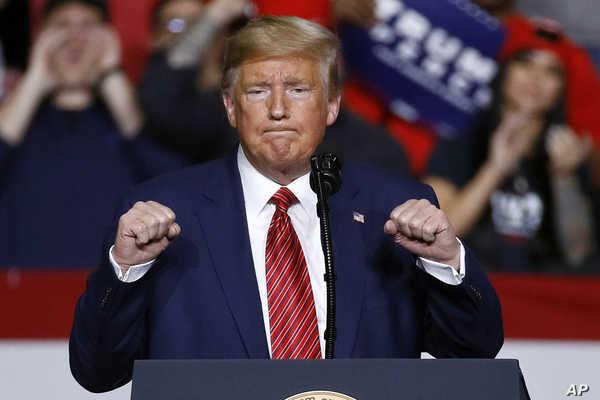 Ông Trump tái xuất sau thời gian 'im hơi lặng tiếng'