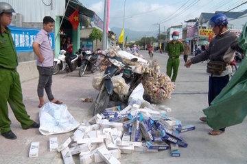 Giả dạng người bán bắp rang chở thuốc lá lậu