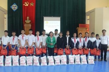 Quỹ Khuyến học Quảng Trị trao học bổng cho hàng nghìn học sinh, sinh viên