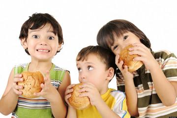 Trẻ nhỏ cũng bị gan nhiễm mỡ, thủ phạm từ thói quen nhiều gia đình mắc