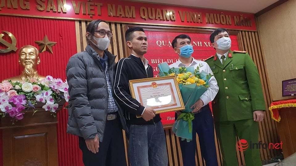 Bố đẻ cháu bé 3 tuổi gặp nạn xúc động cảm ơn 'người hùng' Nguyễn Ngọc Mạnh
