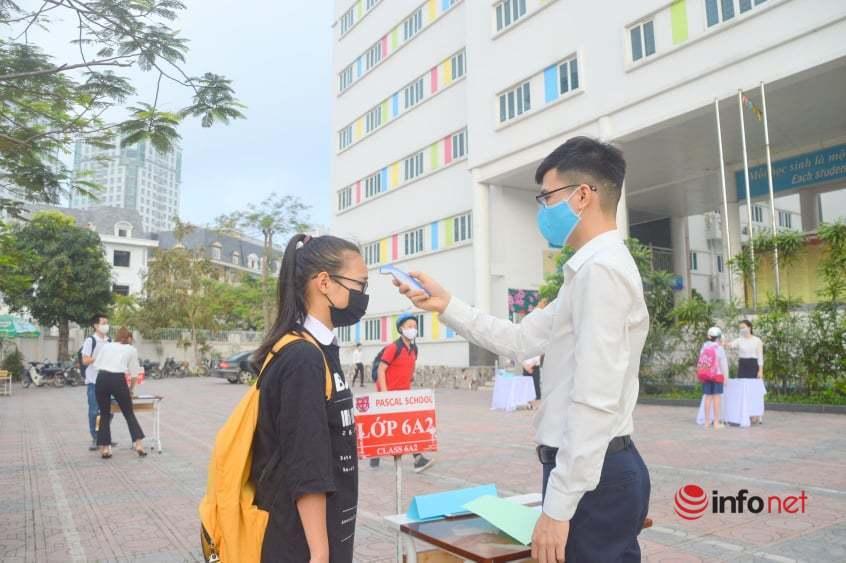 Sáng nay 2 triệu học sinh Hà Nội quay lại trường