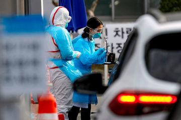 Trốn cách ly đi thăm cha bệnh nặng, cô gái Hàn Quốc bị phạt tiền
