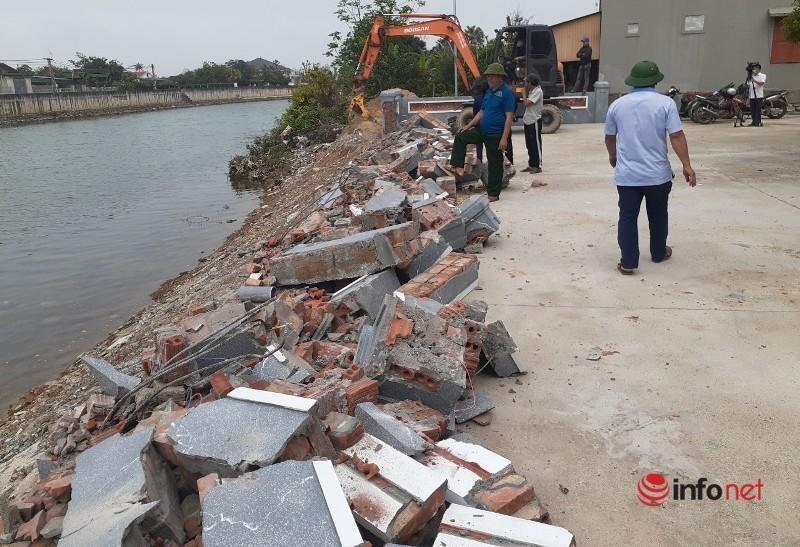 Hà Tĩnh: Tháo dỡ công trình nhà thờ tự khủng lấn chiếm kè sông