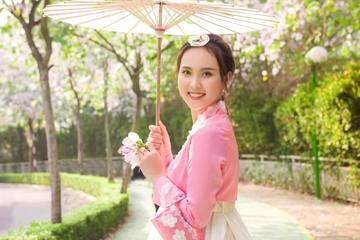 """Cô nàng 10X """"kém duyên"""" với Hoa hậu Việt Nam phấn đấu vươn xa trên con đường học vấn"""